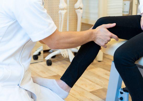 坐骨神経痛の方は足に力が入ってない事が多いです