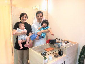 受付で撮影した関根家の家族写真