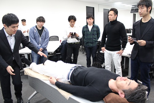坐骨神経痛の整体技術を施術家に伝えています